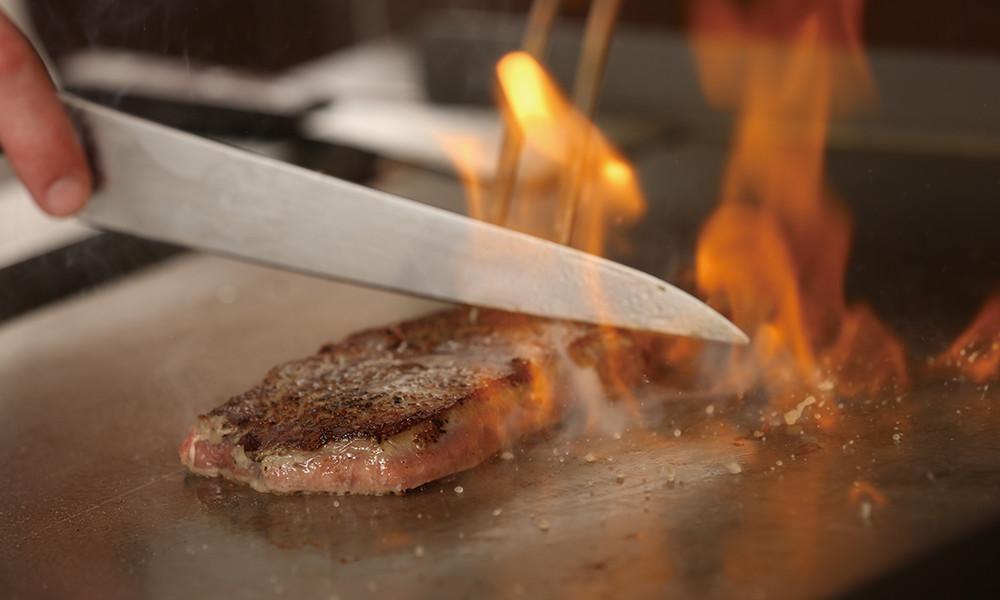 焼きたてステーキ